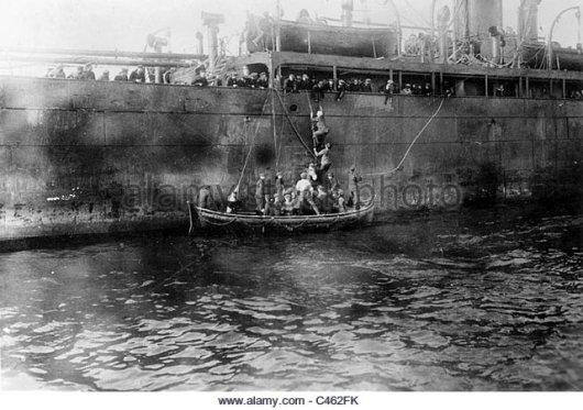 auxiliary-cruiser-moewe-takes-sailors-on-board-c462fk